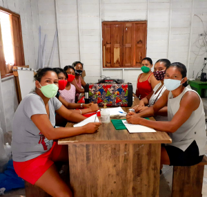 Mulheres no Amapá reunidas para o inicío do programa de formação